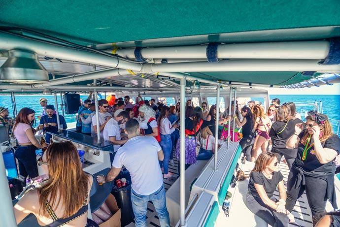 10 imprescindibles si vas a una fiesta en barco en Málaga
