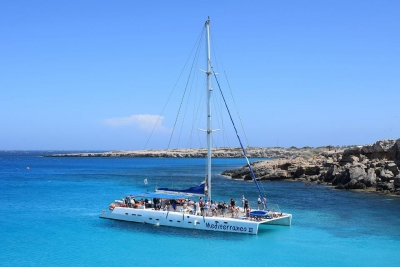 Catamarán privado: Fiestas en barco en Málaga